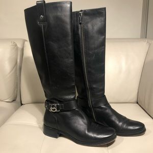 Michael Kors Black Leather Zip Up Books | 7M